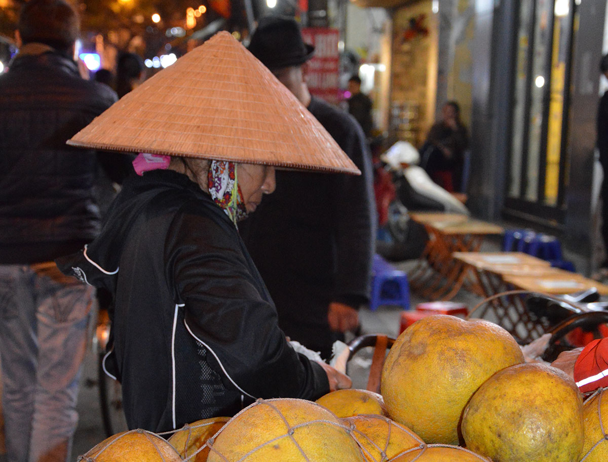 hanoi women vietnam hat