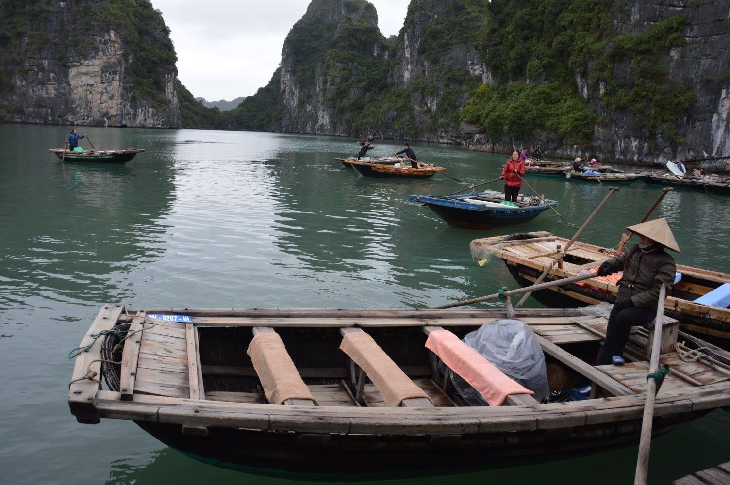 Pescatori e abitanti di Halong Bay